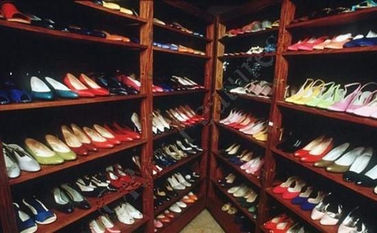 חלק מאוסף הנעליים של הגב' מרקוס