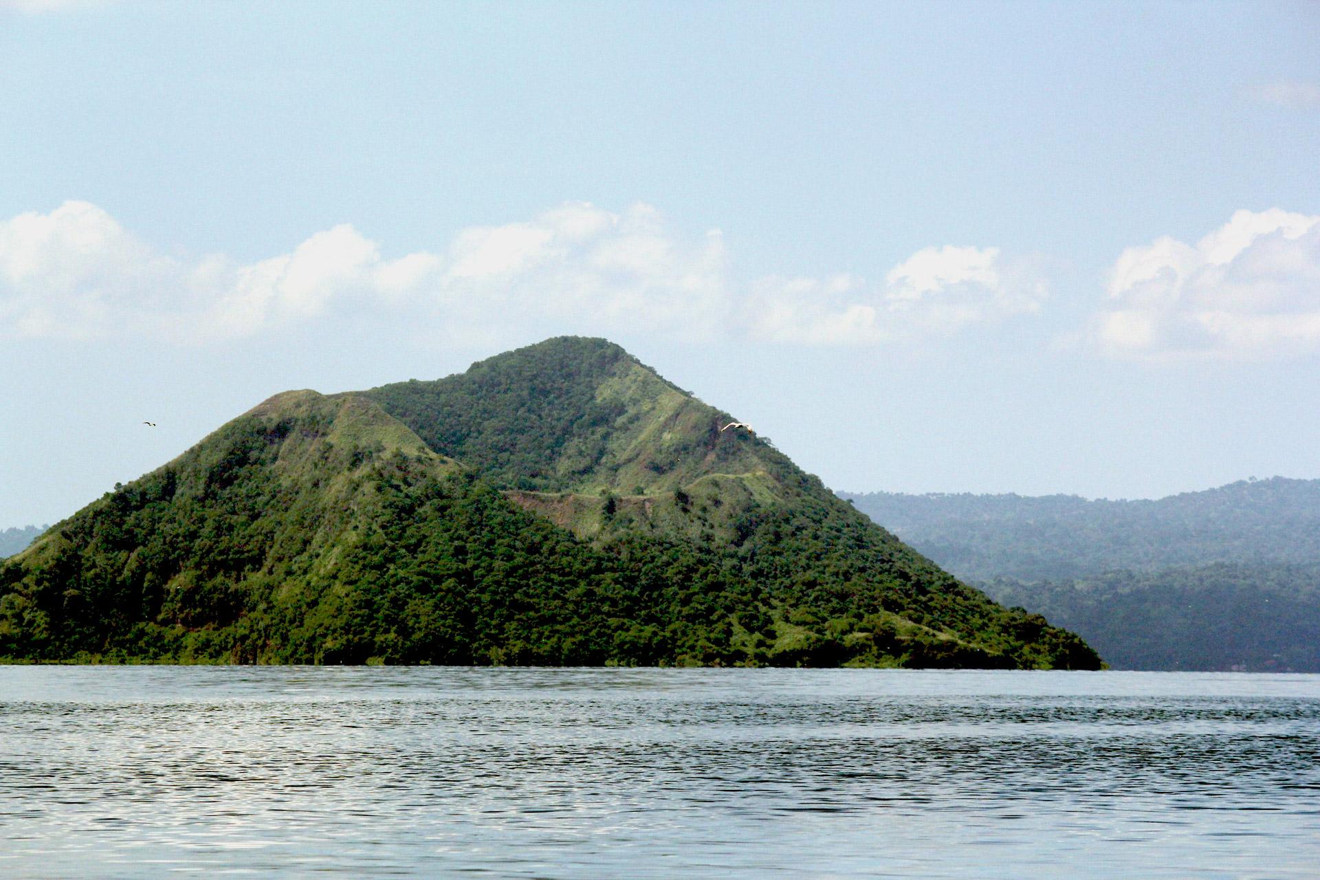 מישל, הר הגעש והמפרום הפיליפיני