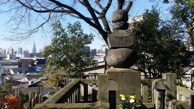 מצבת הזיכרון לזכרו של נובויאסו במקדש סייננג'י
