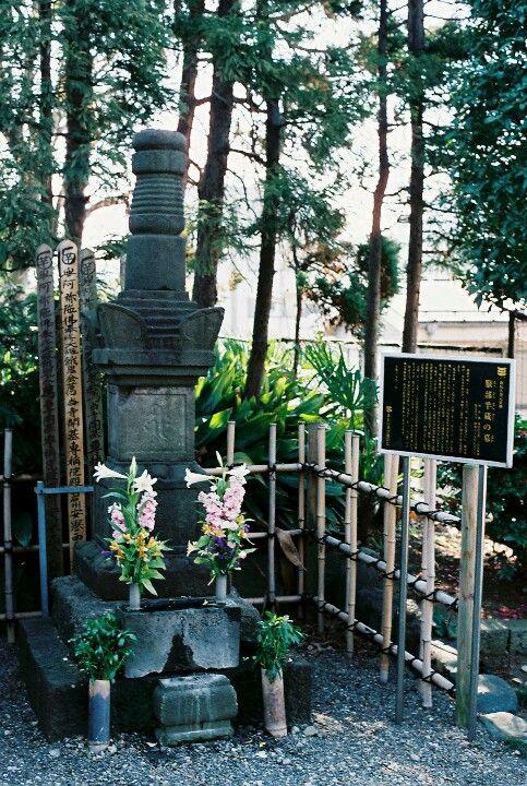 קברו של האטורי האנזו במקדש