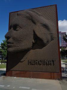 Heroinat Monument