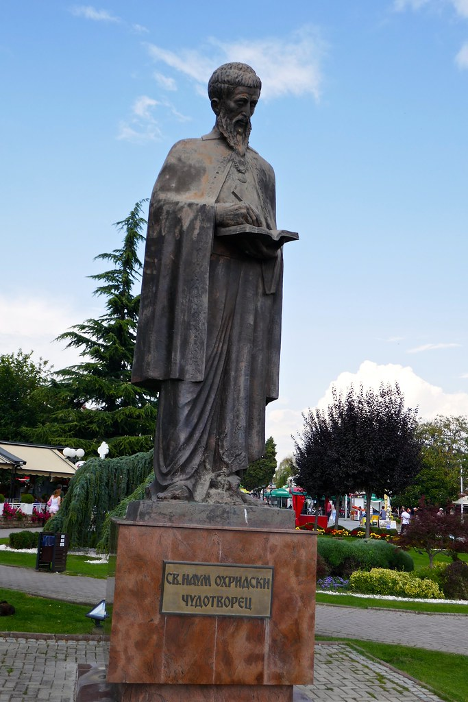 פסל נאום במדרחוב באוכריד